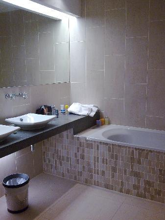 Woodland House Hotel: Bathroom 1
