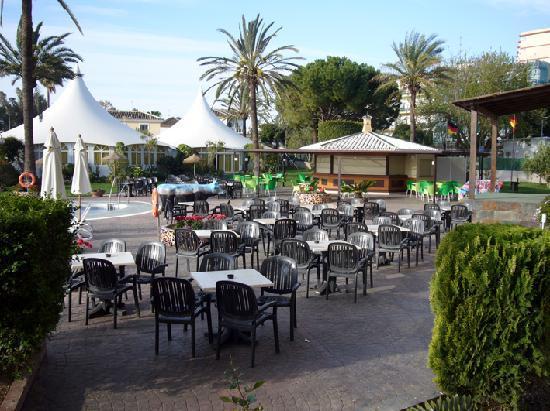 Royal Costa Hotel: Un poco del exterior