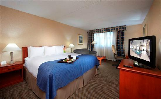 Holiday Inn Calgary - Macleod Trail South : Corporate room fit for a King