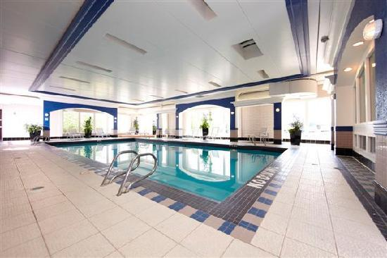 Holiday Inn Calgary - Macleod Trail South : Refinshed pool area