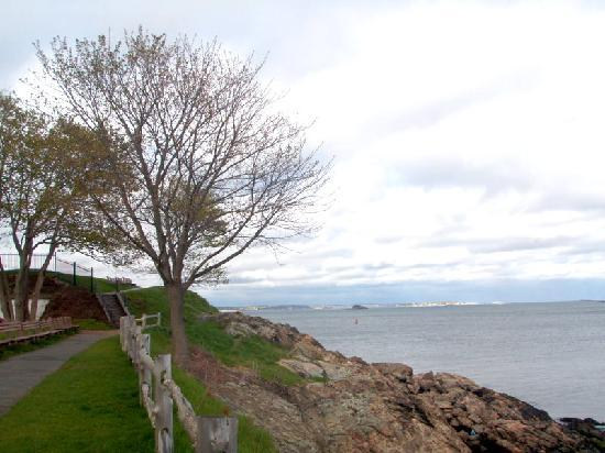 Harbor Light Inn: Ft. Sewell....Old Ironsides visited 3 times