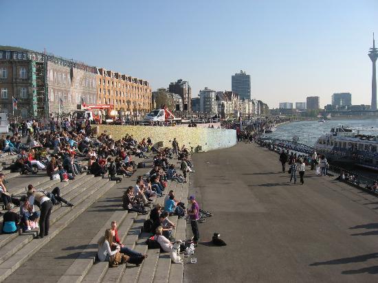Rheinuferpromenade : The Promenade