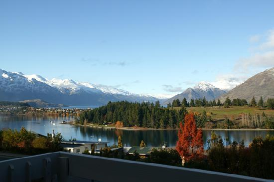 Copthorne Hotel & Apartments Queenstown Lakeview: Location and views