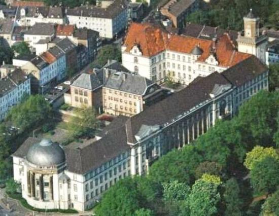 Krefeld, Alemania: Palácio da justiça.