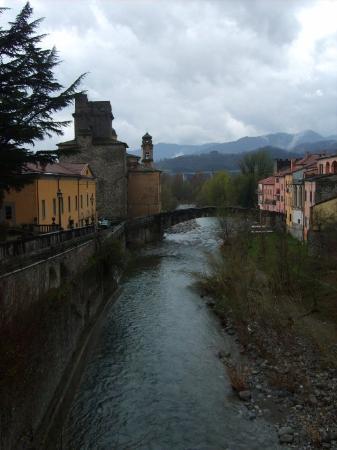 Un pont : Pontremoli - マサ・...