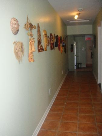 Auberge Le Voyageur: Hallway in B&B