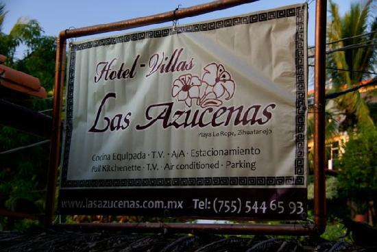 Hotel Villas Las Azucenas: As you come off the beach look for this on your right