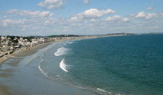 Nantasket Hotel at the Beach: Beach across the street