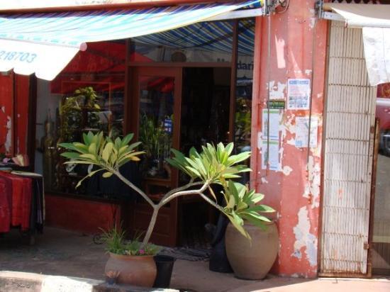 Вьентьян, Лаос: не смотря на обшарпанный вид ,некоторые места выглядят достаточно привлекательно))))