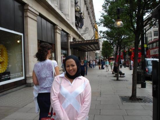 Oxford Street: cuci mata n cuci poket...
