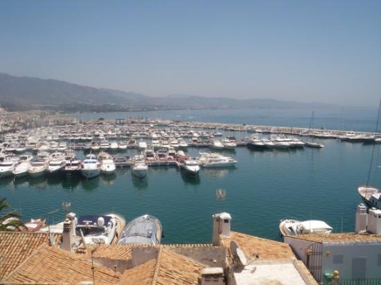 Statue of jose banus picture of puerto banus marina - Puerto banus marbella ...
