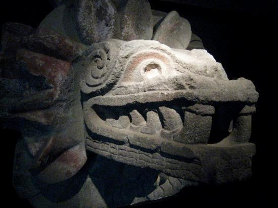 San Juan Teotihuacan, Mexique : Quetzalcoatl (the feathered serpent), the god of intelligence and self-reflection.