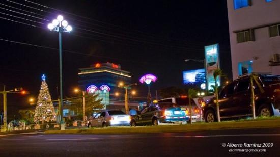 Managua, نيكاراجوا: Semáforos de la cardenal Obando y Paseo de la Comunidad Europea.
