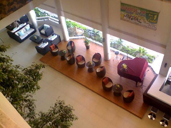 Cha-Am Methavalai Hotel: the bar