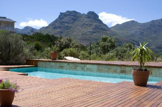 Mountain Views Guest House: Pool with view