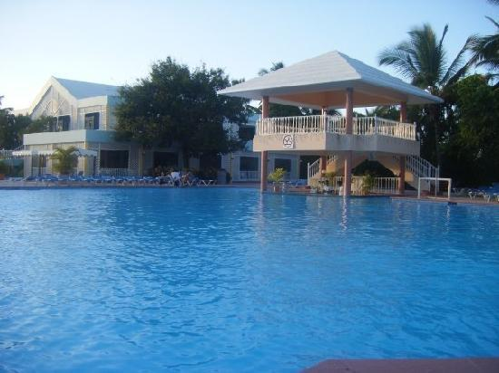 Puerto Plata Village Resort: Pool and Bar