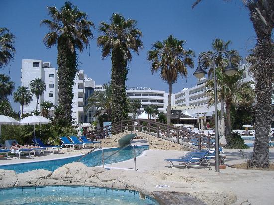 Adams Beach Hotel : pool area