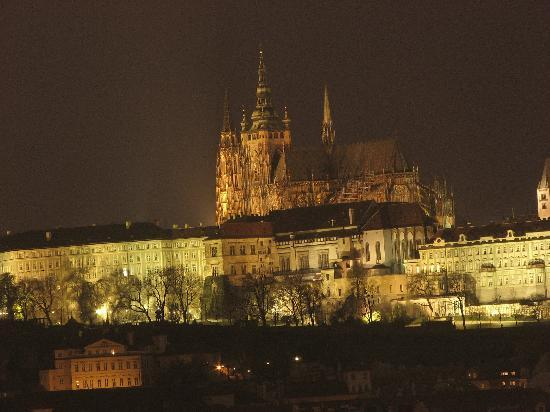 Praha, Republik Ceko: Cattedrale di San Vito by night
