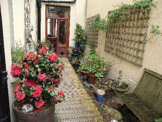 Auld Pickie Bed & Breakfast: Giardinetto del B&B.