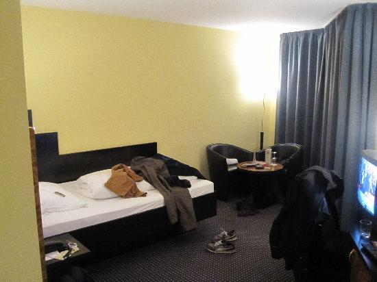 Mercure Hotel Plaza Essen: Inside room view 2