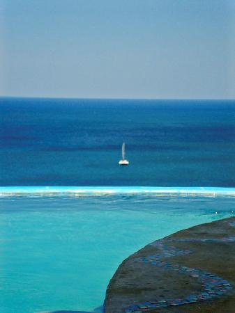 Villa Noche: View from the pool and sailboat