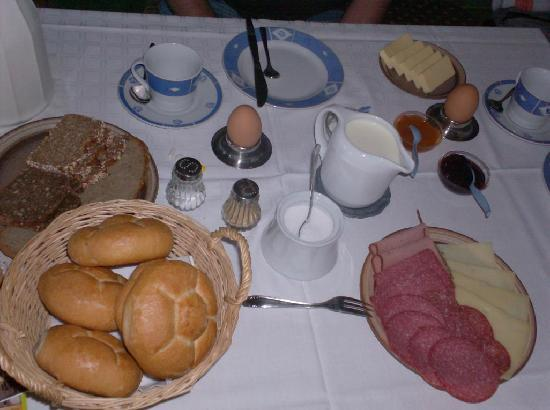 Mayrhof: breakfast