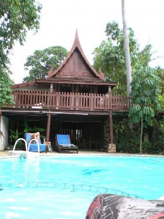 Harry's Bungalows & Restaurant: Pool Area and Massage