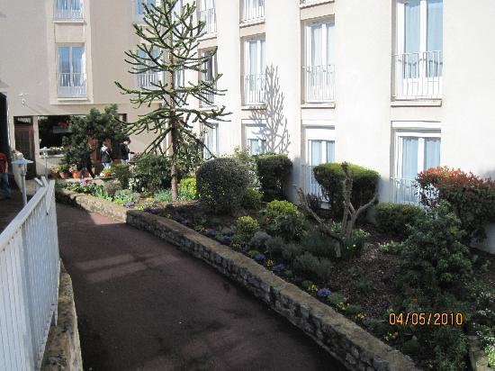 Timhotel Chartres Cathedrale: interior garden