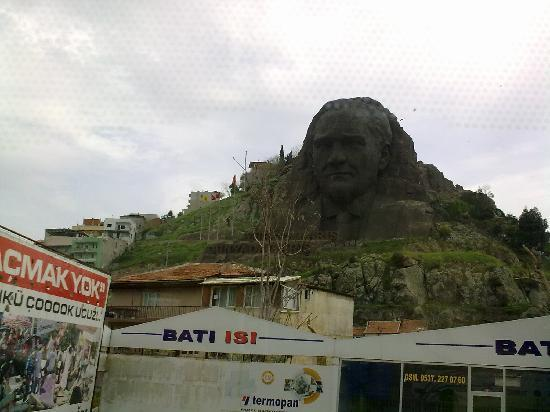Izmir Province, Tyrkia: Kemal on a rock!