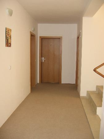 Radina Hotel: corridor