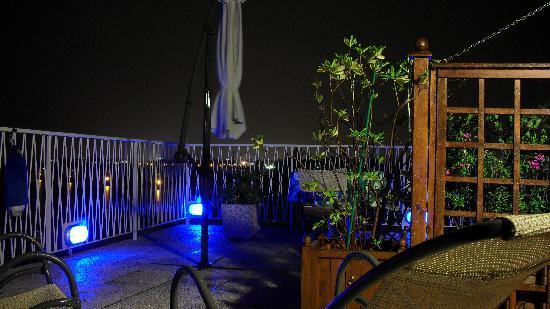 Oasis Lagoon & Residence: Evenings on the roof top terrace
