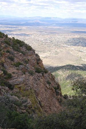 ‪سييرا سويتس: Looking upon Sierra Vista area‬