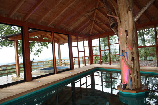 Mirador los Volcanes Lodge & Boutique: Indoor pool and one of the outdoor jacuzzis
