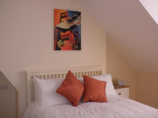 A Great Escape Guest House: Room 4 - Shower ensuite facilities plus wonderful views of the Purbeck Hills
