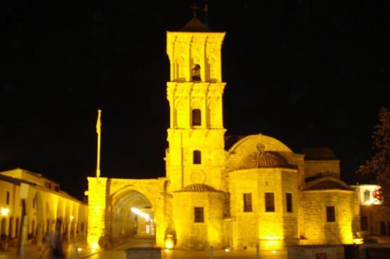 Larnaka City, Cyprus: Iglesia Coptica de noche