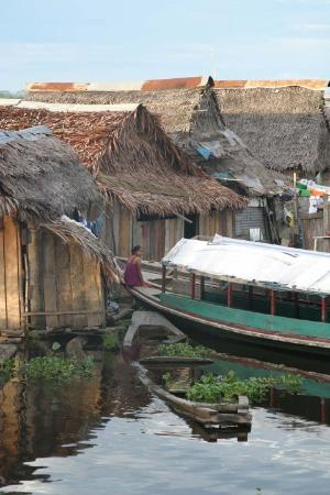 Икитос, Перу: Homes on Nanay river.