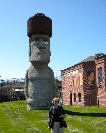 Waterbury, CT: Large Easter Island figure