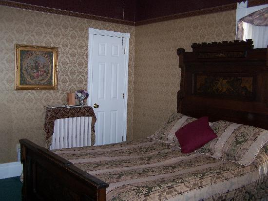Queen Anne Guest House: Prince George Room
