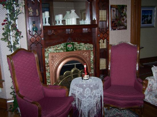 Queen Anne Guest House Parlor