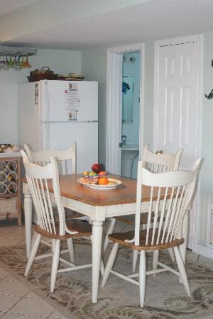 Sandbar Bed & Breakfast: Kitchen