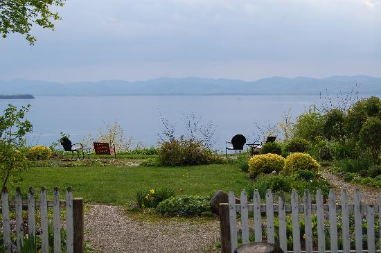 One of a Kind Bed and Breakfast: View of lake from garden