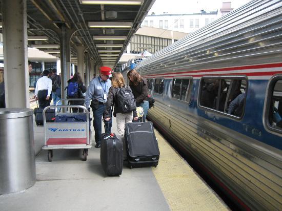 South Boston : ボストン駅、自由席ですがゆったりして快適な列車の旅お勧めです。