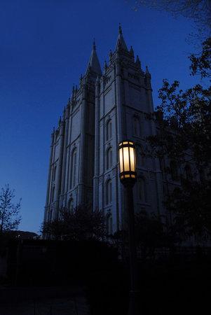 Σολτ Λέικ Σίτι, Γιούτα: Temple at night