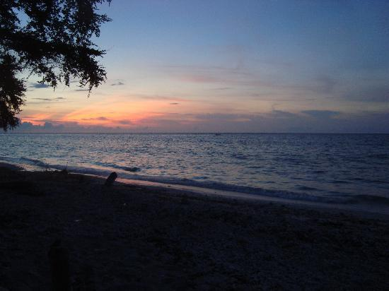Villa Grasia Resort & Spa: Sunset at the beach in front of villa Grasia