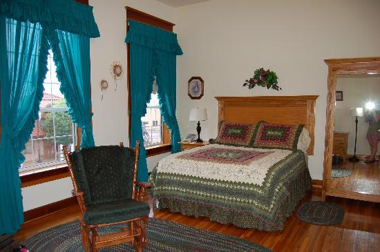 Heritage Inn: our spacious comfy room