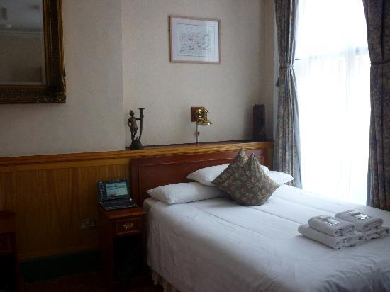 Lincoln House Hotel: room