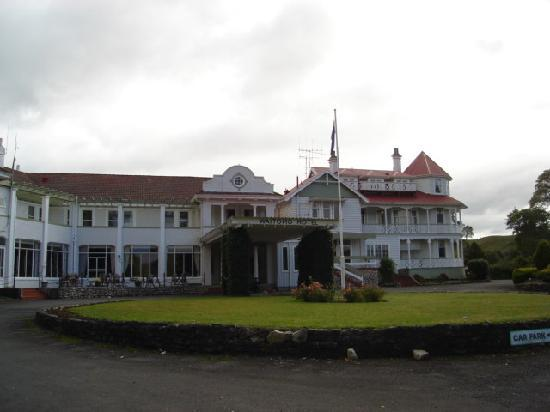 Waitomo Caves Hotel: front of hotel