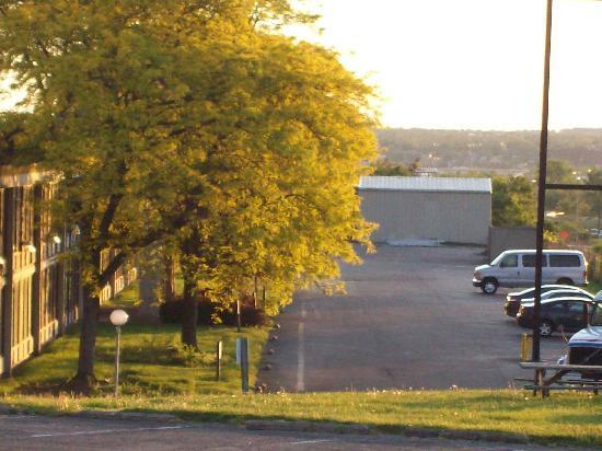 Days Inn Sharonville: rear side   i275