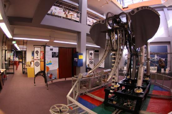 Wollongong, Australia: Bionic Beast