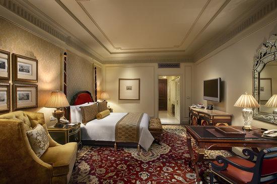 The Leela Palace New Delhi: Deluxe Room